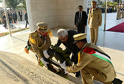 16.07.2015, Ramallah, PSE, Fastenmonat Ramadan, Abbas, im Bild der Palästinensische Präsident Mahmud Abbas // Palestinian President Mahmoud Abbas lays a wreath on the tomb of late Palestinian leader Yasser Arafat during the first day of Eid Al-Fitr holiday, Palestine on 2015/07/16. EXPA Pictures © 2015, PhotoCredit: EXPA/ APAimages/ Osama Falah<br /> <br /> *****ATTENTION - for AUT, GER, SUI, ITA, POL, CRO, SRB only*****