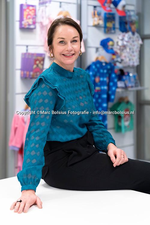 Nederland,  Den Bosch, directeur en oprichtster Sabine Hulsman van de Cookie Company een bedrijf dat kleding produceert voor entertainment bedijven zoals Universal,Nickelodeon  . Zij gaat kleding maken van petflessen(plastic uit de afvalberg en zee)