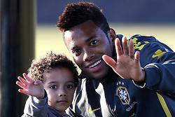 Robinho e seu filho Robison Jr durante treino no C T do Corinthians, em São Paulo. FOTO: Jefferson Bernardes/Preview.com