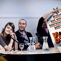 Nederland, Amsterdam , 30 april 2014.<br /> Dbat met en voor jonge europarlementariers bij Spui 25.<br /> Op 22 mei vinden de Europese Verkiezingen plaats in Nederland, maar interesse is schaars, al helemaal onder jongeren. SPUI25 brengt de jongste kandidaten samen voor een verkiezingsdebat voor en door jongeren onder de 30.<br /> Vijf kandidaten van onder de 30 van PvdA, VVD, CDA, GroenLinks en D66 gaan in discussie over voor jongeren relevante onderwerpen: het belang van jongeren in de politiek, hoe politieke partijen jongeren meer en beter kunnen aanspreken en waarom het zo belangrijk is te gaan stemmen. Wat is de visie van deze jonge Europese politici op de toekomst van de EU? En wat is hun motivatie om zich op zo'n jonge leeftijd verkiesbaar te stellen?<br /> Op de foto v.l.n.r. Jeroni Vergeer studeerde in Amsterdam en staat nu op nummer 8 van de verkiezingslijst van GroenLinks.<br /> Pauline Kastermans rondde vorig jaar haar studie af en werkt nu voor Bureau Internationaal van D66.<br /> Bernard Naron, economisch adviseur van de PvdA-eurodelegatie, staat op nummer 8 van de kandidatenlijst van de Partij van de Arbeid.<br /> Jan Huitema, geboren in 1984, is melkveehouder in Friesland en VVD kandidaat voor het Europees Parlement.<br /> <br /> <br /> Foto:Jean-Pierre Jans