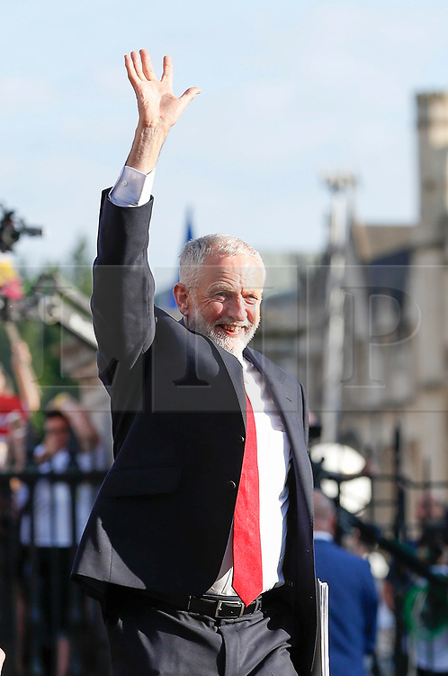 © Licensed to London News Pictures. 31/05/2017. Cambridge, UK.  Leader of Labour Party JEREMY CORBYN arrives at Senate House in Cambridge ahead of a leaders debate on BBC one. Recent polls have show a closing in the gap between the Labour Party and Conservative Party, in what was expected to be a landslide general election victory for the Conservatives. Photo credit: Peter Macdiarmid/LNP