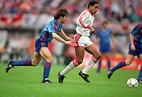 Fotball<br /> Barcelona Historie<br /> Foto: ColorsportDigitalsport<br /> NORWAY ONLY<br /> <br /> Paul Ince (Utd) Jose Bakero (Barcelona). Manchester United v Barcelona. European Cup Winners Cup Final. @ Feyenoord,Rotterdam. 15/5/91.
