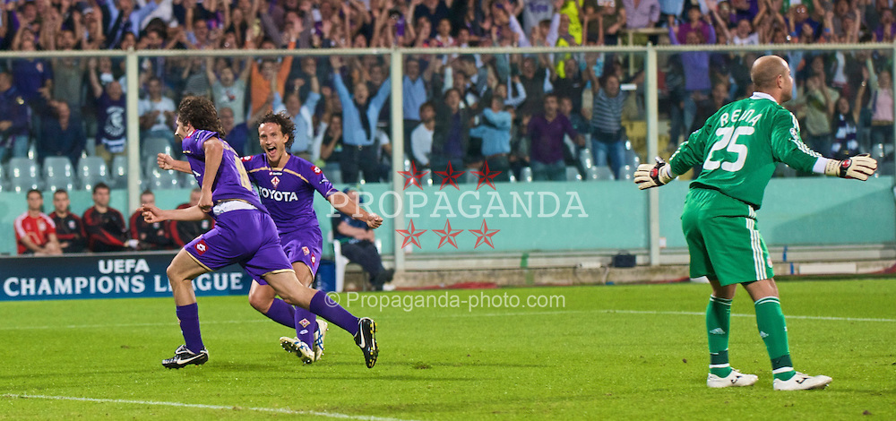 FLORENCE, ITALY - Tuesday, September 29, 2009: Liverpool's goalkeeper Pepe Reina looks dejected as Fiorentina's Stevan Jovetic scores the opening goal during the UEFA Champions League Group E match at the Artemio Franchi. (Pic by David Rawcliffe/Propaganda)