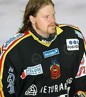 Ishockey, Trondheim 04.01.04<br />TIK – Storhamar 3-2, Are Østbyhaug, res. målvakt, TIK<br /><br />Foto: Carl-Erik Eriksson, Digitalsport
