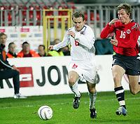 Fotball<br /> Play off VM 2006<br /> Tsjekkia v Norge <br /> Czech Republic v Norway<br /> 16.11.2005<br /> Foto: Morten Olsen, Digitalsport<br /> <br /> Jan Gunnar Solli and Karel Poborsky