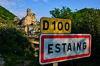 France, Aveyron (12), vallée du Lot, Estaing, labellisé les Plus Beaux Villages de France, étape sur le chemin Saint-Jacques-de-Compostelle, classé Patrimoine Mondial de l'UNESCO, vue du château // France, Aveyron (12), Lot valley, Estaing, labeled the Most Beautiful Villages of France, stage on the Saint-Jacques-de-Compostelle path, classified World Heritage by UNESCO, the castle
