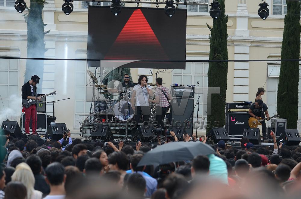 Toluca, México (Abril 30, 2016).- Como parte las actividades de clausura del Mes de la lectura en la UAEM, Los Daniels, banda de rock mexicana ofreció un concierto en el jardin de la Autonomía de la capital Mexiquense. Agencia MVT / Arturo Hernández.