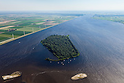 Nederland, Flevoland, Gemeente Zeewolde, 06-09-2010; Eemmeer met windmolens aan de Eemmeerdijk. In het ranmeer het kunstmatig eiland Dode Hond.  .Eemmeer with windmills on the dike of polder Flevoland..luchtfoto (toeslag), aerial photo (additional fee required).foto/photo Siebe Swart