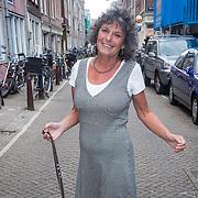 NLD/Amsterdam/20130917 - Boekpresentatie Het Inzicht van Johan Noorloos, Yvonne Kroonenberg met haar hondje