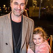 NLD/Amsterdam/20161222 - Première 32ste Wereldkerstcircus, Frederik Brom en dochter Roma