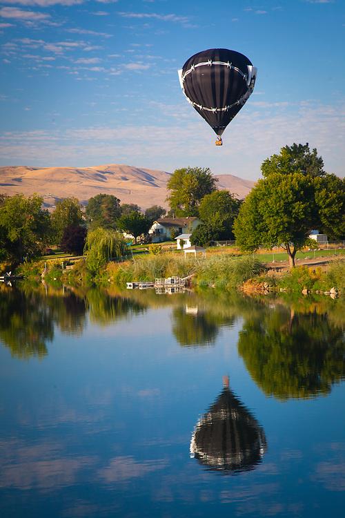 Hot air balloon at the Prosser Ballon Rally in Prosser, Washington