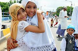 June 26, 2017 - Kolkata, West Bengal, India - Indian Muslim Children's personnel exchange Eid greetings to one another after offering Eid al-Fitr prayers in Kolkata. (Credit Image: © Debajyoti Chakraborty/NurPhoto via ZUMA Press)