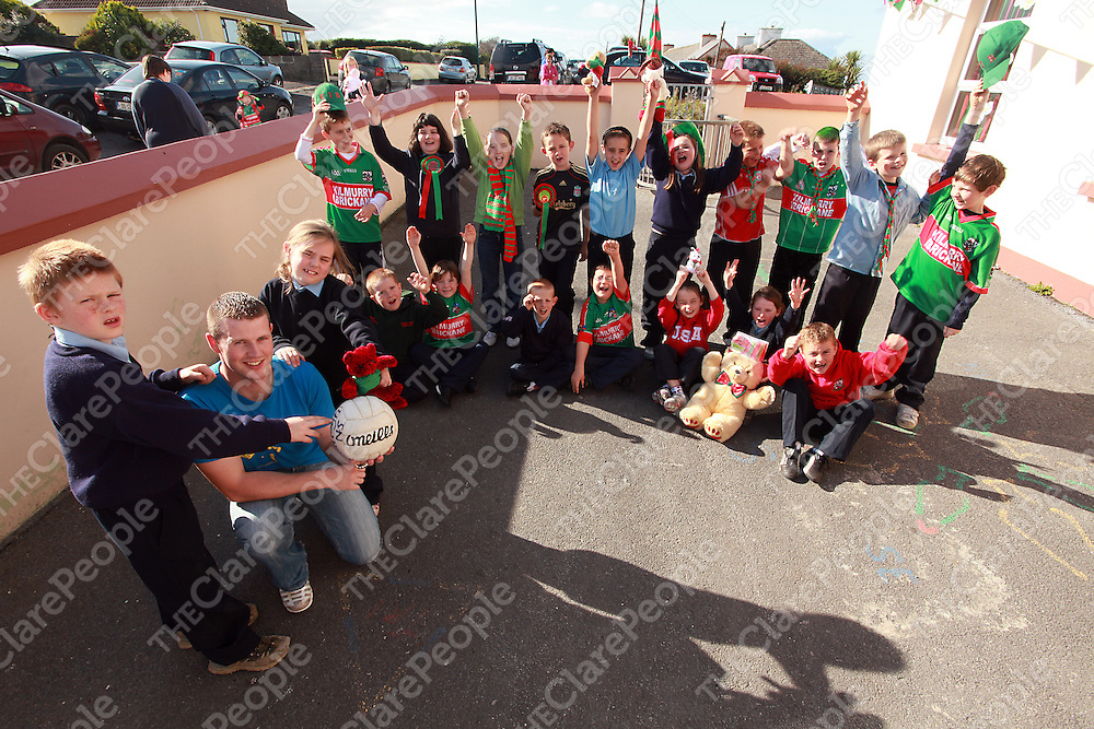 Dermot O' Brien with students from Mullagh National School ahead of the county football final between Kilmurry Ibrickane and Kilkee.<br /> Photograph by Yvonne Vaughan