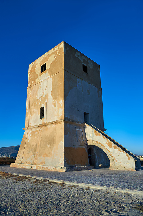 Defensive tower of the salt pans of the Nubia Salt works Museum, Trapani and Paceco site, Trapani Sicily. .<br /> <br /> Visit our SICILY PHOTO COLLECTIONS for more   photos  to download or buy as prints https://funkystock.photoshelter.com/gallery-collection/2b-Pictures-Images-of-Sicily-Photos-of-Sicilian-Historic-Landmark-Sites/C0000qAkj8TXCzro<br /> If you prefer to buy from our ALAMY PHOTO LIBRARY  Collection visit : https://www.alamy.com/portfolio/paul-williams-funkystock/trapanimaslalasaltpans.html