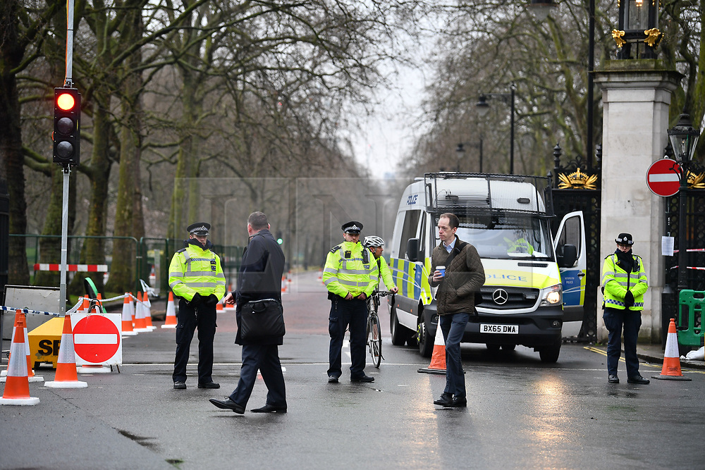 © Licensed to London News Pictures. 23/03/2017. London, UK. in Westminster, London, the day after a lone terrorist killed 4 people and injured several more, in an attack using a car and a knife. The attacker managed to gain entry to the grounds of the Houses of Parliament, killing one police officer. Photo credit: Ben Cawthra/LNP