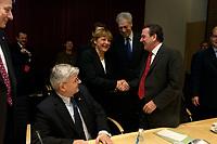 14 DEC 2003, BERLIN/GERMANY:<br /> Joschka Fischer, B90/Gruene, Bundesaussenminister, Angela Merkel, CDU Bundesvorsitzende, Henning Scherf, SPD, 1. Buegermeister Bremen, und Gerhard Schroeder, SPD, Bundeskanzler, (v.L.n.R.), begruessen sich, vor Beginn der Sitzung des Vermittlungsausschusses, Bundesrat<br /> IMAGE: 20031214-01-074<br /> KEYWORDS: Gespräch, Gespraech, Gerhard Schröder, Begruessung, Begrüssung, Handshake
