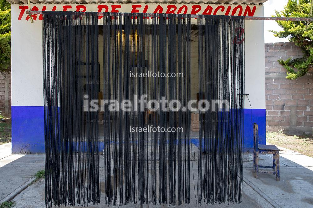 17 mayo 2021, Tultepec, México. Mecha pirotécnica puesta a secar en un taller de fuegos artificiales de La Saucera.