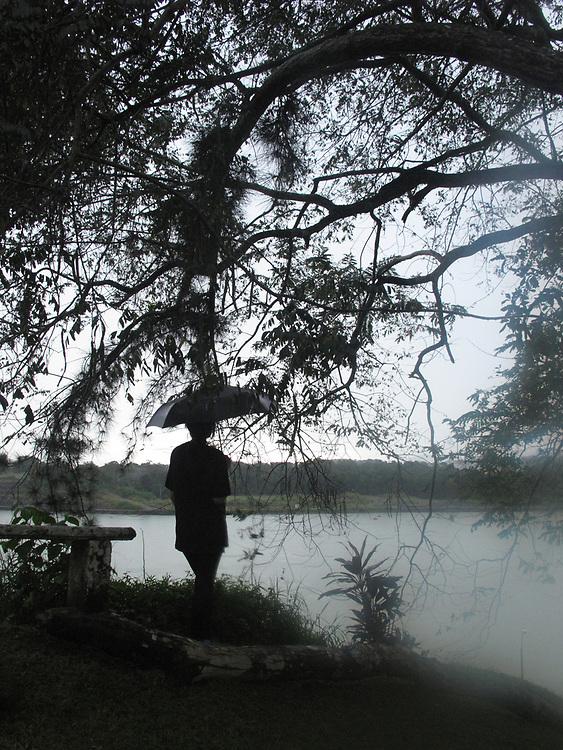 Luz en invierno / Panamá.<br /> <br /> Edición de 10 | Víctor Santamaría.