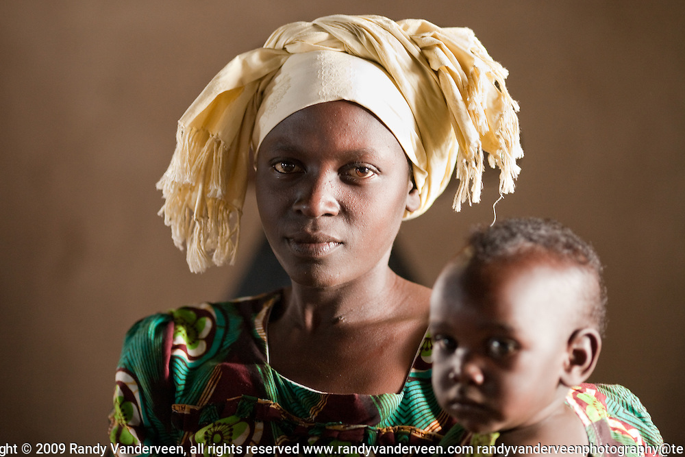 .Photo Randy Vanderveen.Rwanda.A Rwandan mother and child