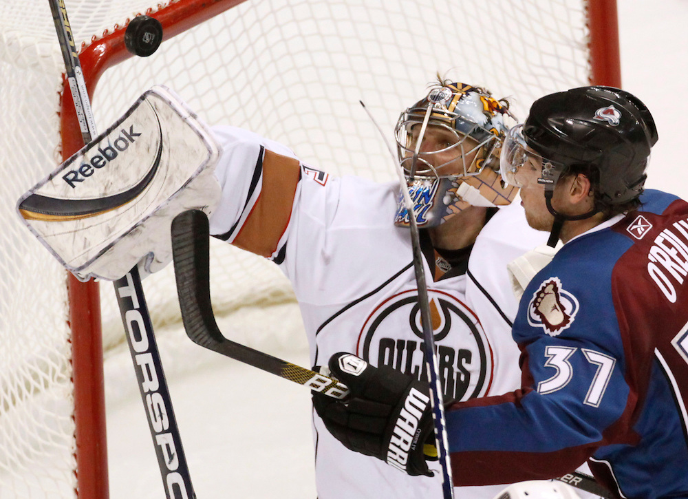 Edmonton Oilers goaltender Nikolai Khabibulin (L) deflects the puck from Colorado Avalanche Ryan O'Reilly during the second period in Denver November 8, 2009. REUTERS/Rick Wilking (UNITED STATES SPORT ICE HOCKEY)