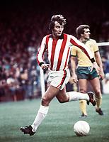 Fotball<br /> England<br /> Foto: Colorsport/Digitalsport<br /> NORWAY ONLY<br /> <br /> Alan Hudson (Stoke)  4/10/75 Norwich City v Stoke City 1975