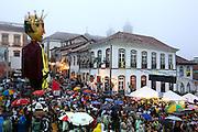 Ouro Preto_MG, 07 de Marco de 2011...CARNAVAL 2011 - BLOCO BALANCO DA COBRA..Folioes desfilam pelas ruas historicas de Ouro Preto no bloco balanco da cobra...FOTO: MARCUS DESIMONI / NITRO.