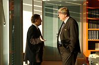 16 JAN 2002, BERLIN/GERMANY:<br /> Christoph Zoepel, SPD, Staatsminister im Auswaertigen Amt, und Bodo Hombach, SPD, Sonderkoordinator des Stabilitaetspaktes a.D., im Gespraech, vor Beginn der Kabinettsitzung, Bundeskanzleramt<br /> IMAGE: 20020116-01-001<br /> KEYWORDS: Kabinett, Sitzung, Christoph Zöpel
