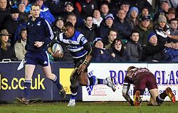 Semesa Rokoduguni (Bath) goes on the attack - Photo mandatory by-line: Patrick Khachfe/JMP - Tel: Mobile: 07966 386802 16/01/2014 - SPORT - RUGBY UNION -  The Recreation Ground, Bath - Bath Rugby v Bordeaux-Begles - Amlin Challenge Cup.