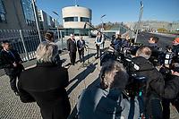 01 APR 2020, BERLIN/GERMANY:<br /> Peter Altmaier (L), CDU, Bundeswirtschaftsminister, und Olaf Scholz (R), SPD, Bundesfinanzminister, waehrend einem Pressestament nach der Kabinettsitzung, vor dem Bundeskanzleramt<br /> IMAGE: 20200401-01-030<br /> KEYWORDS: Übersicht, Uebersicht, Kamera, Camera, Journalisten, Mikrofon, microphone