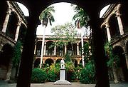 CUBA, HAVANA (HABANA VIEJA) Plaza de Armas; the Palacio de los Capitanes, the residence of the Spanish Governors with a statue of Columbus