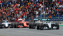 21.06.2015, Red Bull Ring, Spielberg, AUT, FIA, Formel 1, Grosser Preis von Österreich, Rennen, im Bild v.l.: Sebastian Vettel, (GER, Scuderia Ferrari), Lewis Hamilton, (GBR, Mercedes AMG Petronas F1 Team), Nico Rosberg, (GER, Mercedes AMG Petronas F1 Team) // during the Race of the Austrian Formula One Grand Prix at the Red Bull Ring in Spielberg, Austria, 2015/06/21, EXPA Pictures © 2015, PhotoCredit: EXPA/ JFK