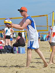 20150627 NED: WK Beachvolleybal day 2, Scheveningen<br /> Nederland heeft er sinds zaterdagmiddag een vermelding in het Guinness World Records bij. Op het zonnige strand van Scheveningen werd het officiële wereldrecord 'grootste beachvolleybaltoernooi ter wereld' verbroken. Maar liefst 2355 beachvolleyballers kwamen zaterdag tegelijkertijd in actie / Basketbalbond
