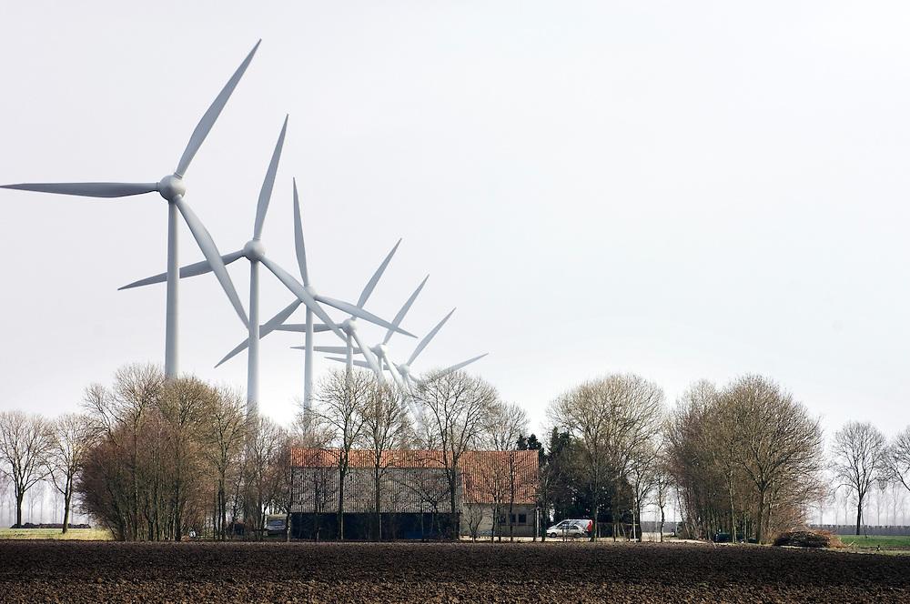 Nederland, Lelystad, 1 maart 2008.Windmolenpark nabij Lelystad. Veel boeren hebben naast hun boerenbedrijf ook een windenergiebedrijf en zetten een aantal windmolens op hun akkers. Een lukratieve bedrijfsuitbreiding in een polder waar het veel waait.. Foto (c) Michiel Wijnbergh