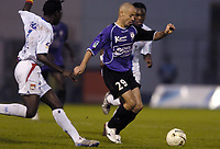 Fotball<br /> Frankrike 2004/05<br /> Istres v Lyon<br /> 23. oktober 2004<br /> Foto: Digitalsport<br /> NORWAY ONLY<br /> LAURENT COURTOIS (IST) / MAHAMADOU DIARRA (LYON)