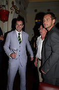 Johnny Lee Miller with his father and Jude Law. Johnny Lee Miller Hosts a Grand Classics screening of 'Singing In the Rain. the Electric Cinema. 111 July 2005. ONE TIME USE ONLY - DO NOT ARCHIVE  © Copyright Photograph by Dafydd Jones 66 Stockwell Park Rd. London SW9 0DA Tel 020 7733 0108 www.dafjones.com