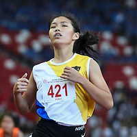 Bernice Liew (#421) of Nanyang Girls' High wins the B Division girls' 100m final. (Photo © Lim Yong Teck/Red Sports)