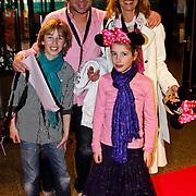 NLD/Amsterdam/20100401 - Inloop premiere Disney on Ice, Bart Bosch, partner Mera Arendse en kinderen Steffie, Noah