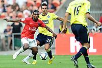FOOTBALL - TOUNOI DE PARIS 2010 - PARIS SAINT GERMAIN v FC PORTO - 31/07/2010 - PHOTO GUY JEFFROY / DPPI - STEPHANE SESSEGNON (PSG) / HUGO MIGUEL LOPES (POR)