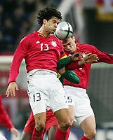 Fotball<br /> Privatlandskamp<br /> Tyskland v Kamerun<br /> 17. november 2004<br /> Foto: Digitalsport<br /> NORWAY ONLY<br /> Michael Ballack, Njitap Fotso Geremi, Fabian Ernst