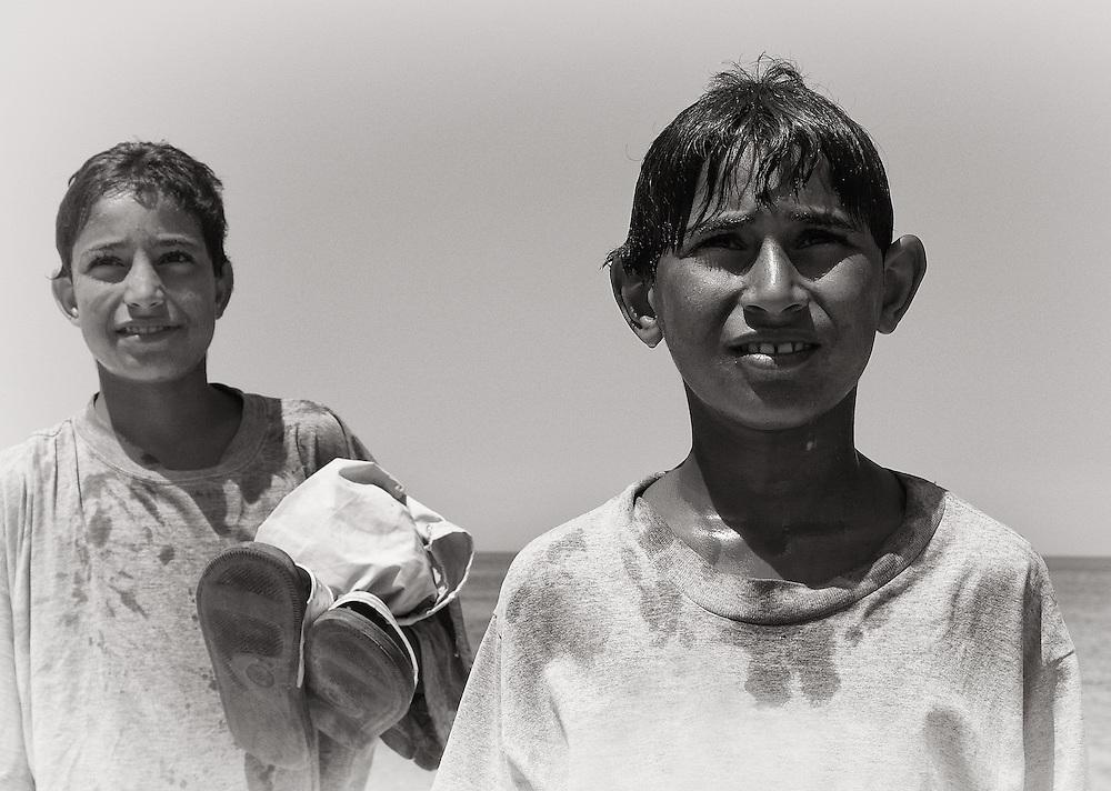 Tunisia - Beach boys BW