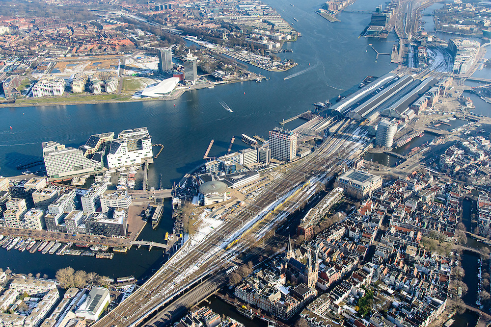 Nederland, Noord-Holland, Amsterdam, 28-10-2016; winters stadsgezicht, overzicht IJ en IJ-oever met centraal station, Westerdok en  Westerdoksdijk met  IJDock. Overhoeks en Amsterdam-Noord in het verschiet.<br /> View on the IJ (water) and urban renewal in Amsterdam West, the home offices for the Amsterdam Court of appeal , central station, Amsterdam North.<br /> <br /> luchtfoto (toeslag op standard tarieven);<br /> aerial photo (additional fee required);<br /> copyright foto/photo Siebe Swart