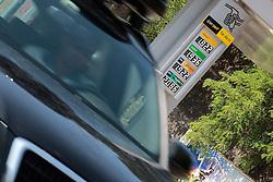 THEMENBILD - der Preis für Benzin hat am Mittwoch den 22.08.2012 an Italiens Zapfsaeulen die magische Preisgrenze von 2 Euro ueberschritten // THEME PICTURE - the petrol on Wednesday 2012/08/22 at the Italian stations passed the magic price threshold of 2 Euro. EXPA Pictures © 2012, PhotoCredit: EXPA/ Federico Modica
