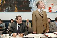 26 AUG 2003, BERLIN/GERMANY:<br /> Gerhard Schroeder (L), SPD, Bundeskanzler, und Franz Muentefering (R), SPD, Fraktionsvorsitzender, vor Beginn einer SPD Fraktionssitzung, Deutscher Bundestag<br /> IMAGE: 20030826-01-027<br /> KEYWORDS: Sitzung, Franz Müntefering, Gerhard Schröder