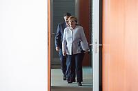 21 JUN 2017, BERLIN/GERMANY:<br /> Sigmar Gabriel (L), SPD, Bundesaussenminister, und Angela Merkel (R), CDU, Bundeskanzlerin, vor der Türe zum Kabinettsaal, vor Beginn der Kabinettsitzung, Bundeskanzleramt<br /> IMAGE: 20170621-01-011<br /> KEYWORDS: Kabinett, Sitzung