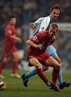 Photo: Paul Greenwood.<br />Man City v Reading. The Barclays Premiership. 03/02/2007. Readings Steve Sidwell, left, beats Dietmar Hamann to the ball