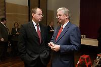11 DEC 2003, BERLIN/GERMANY:<br /> Peer Steinbrueck (L), SPD, Ministerpraesident Nordrhein-Westfalen, und Roland Koch (R), CDU, Ministerpraesident Hessen, im Gespraech, vor Beginn der Sitzung des Vermittlungsausschusses, Bundesrat<br /> IMAGE: 20031211-02-033<br /> KEYWORDS: Gespräch, Peer Steinbrück