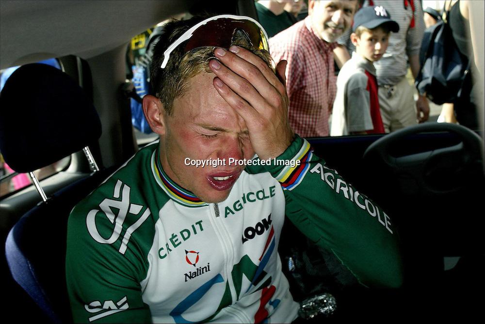 Saarbrücken 08.07.2002  Tour de France....Thor Hushovd gikk i brudd og ledet Tour de France i drøye to timer 8. juli, men så tok krampa ham. De siste 81 kilometerne ble et reint helvete.....Foto: Daniel Sannum Lauten *** Local Caption *** Hushovd,Thor