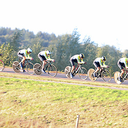 27-09-2016: Wielrennen: Olympia Tour: Hardenberg  <br />HARDENBERG (NED) wielrennenNederlands oudste wielerkoers ging van start in Hardenberg met een ploegentijdrit. Team Sweden