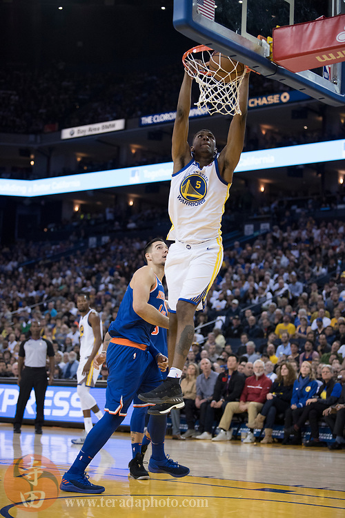 January 23, 2018; Oakland, CA, USA; Golden State Warriors forward Kevon Looney (5) dunks the basketball during the third quarter against the New York Knicks at Oracle Arena. The Warriors defeated the Knicks 123-112.