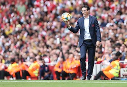 Arsenal manager Unai Emery with the ball in his hands - Mandatory by-line: Arron Gent/JMP - 28/07/2019 - FOOTBALL - Emirates Stadium - London, England - Arsenal v Olympique Lyonnais - Emirates Cup